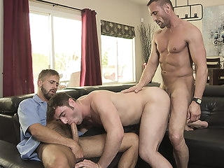 familydick-mailman FamilyDick-Mailman Fucks A Neighborhood Boy With His Stepdad fucks