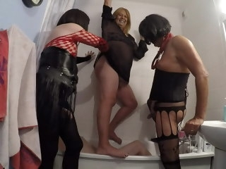 pissing crossdressers