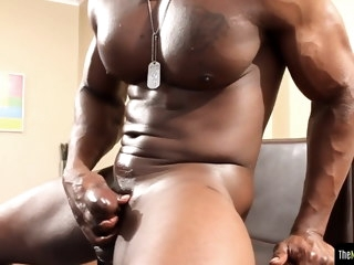 muscular Muscular bbc hunk jerks off his big dick bbc